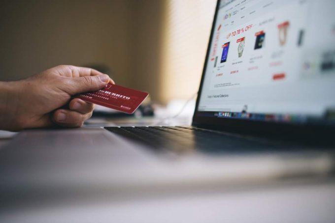 Card de debit vs card de credit