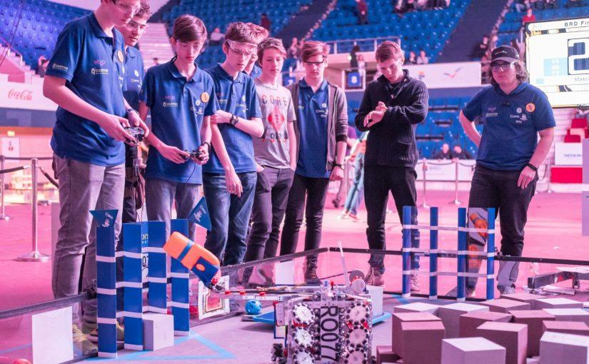 Peste 2.000 elevi din 132 de licee și 77 de localități participă la cea de-a treia ediție a BRD FIRST Tech Challenge România